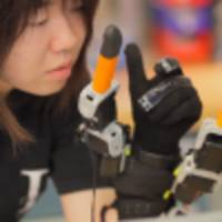 Wearable robot adds two fingers to your human hand, gives you a better grip on life