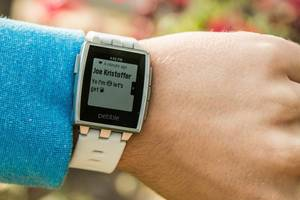 pebble update adds emoji, compass, and better notifications for ios