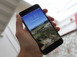 some iphone 6 plus owners are reporting a strange problem that crashes apps and reboots the phone (appl)