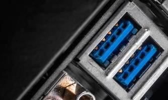 windows 10 will let usb go both ways with reversible connector support