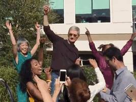 all signs point to apple announcing a monster earnings report (aapl)